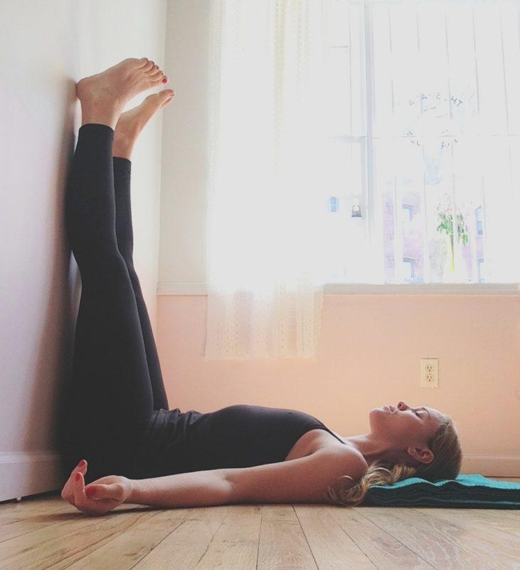 Exercícios de ioga para dormir melhor ioga Exercícios de ioga para dormir melhor the sleep journey yoga poses for better sleep 04 731x800