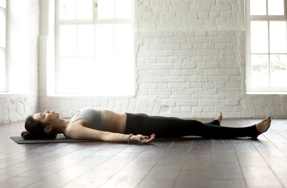 Exercícios de ioga para dormir melhor ioga Exercícios de ioga para dormir melhor the sleep journey yoga poses for better sleep 05