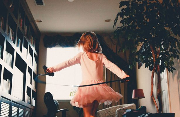 The-sleep-journey_THINGS_TO_HAVE_IN_MIND_IF_YOU'RE_AT_HOME_WITH_KIDS quarentena com crianças Quarentena com crianças: 6 dicas a não esquecer! the sleep journey 6 THINGS TO HAVE IN MIND IF QUARANTINED WITH KIDS AT HOME 1 615x400  De A a Zzz the sleep journey 6 THINGS TO HAVE IN MIND IF QUARANTINED WITH KIDS AT HOME 1 615x400